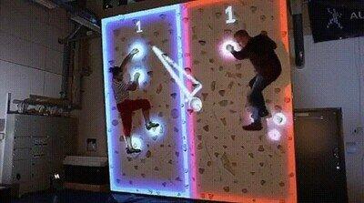 Para jugar a este pong-escalada hay que estar en plena forma