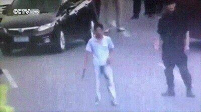 Enlace a SWAT chinos desarman a este delincuente con un cuchillo de medio palmo
