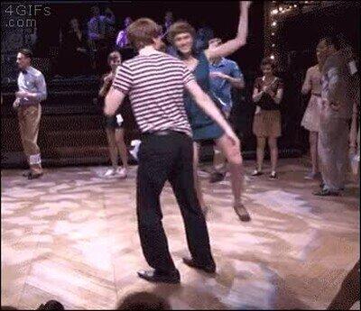 Enlace a Solidaridad con tu compañera de baile, que se pega un trompazo