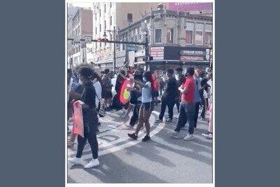 Enlace a No en todas las protestas hay violencia, yo las prefiero con bailecitos