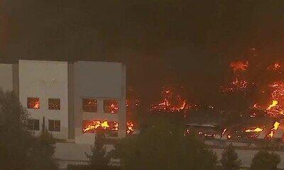 Enlace a Incendio masivo en un centro de logística de Amazon, ahí van tus pedidos!
