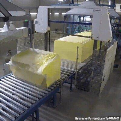 Enlace a Tremendamente placentero como fabrican y parten los bloques grande de espuma