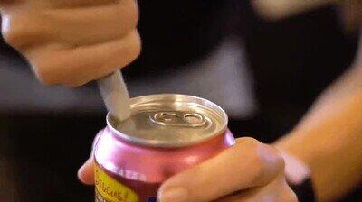 Enlace a Frotar un rotulador en una lata hará que se abra