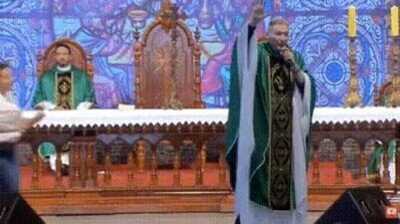 Enlace a 14Julio2019: Una mujer se carga a un sacerdote brasileño que dice que la homosexualidad es una enfermedad