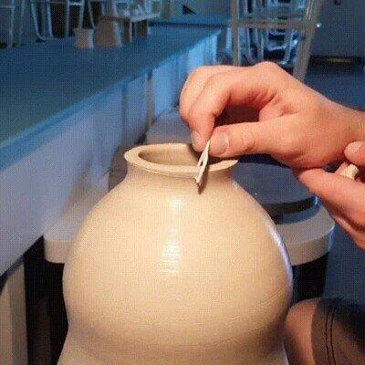 Enlace a Cortando un anillo de arcilla del jarrón