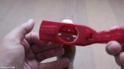 Enlace a Un abridor de botellas que te sirve como pistola en tiempos de guerra