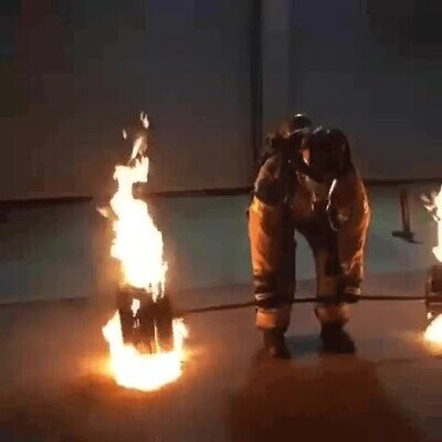 Enlace a Así es cómo entrenan las bomberos para poder salvarnos las vidas