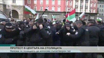 Enlace a La policía usa spray pimienta para las protestas pero se olvida de calcular el efecto del viento en contra