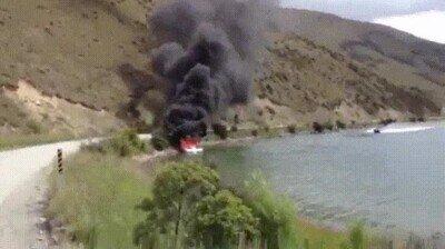 Enlace a Barco al rescate para ayudar a apagar un incendio