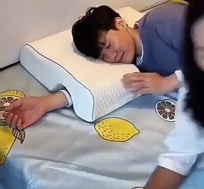 Enlace a Con esta almohada se acabaron los dolores al dormir con tu pareja