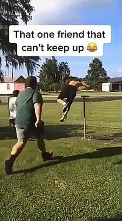 Enlace a El último que intenta saltar la valla me representa