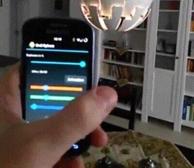 Enlace a Imagina poder controlar las luces de casa desde el teléfono