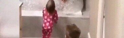Enlace a Cuando dejas a papá a cargo del baño de los niños