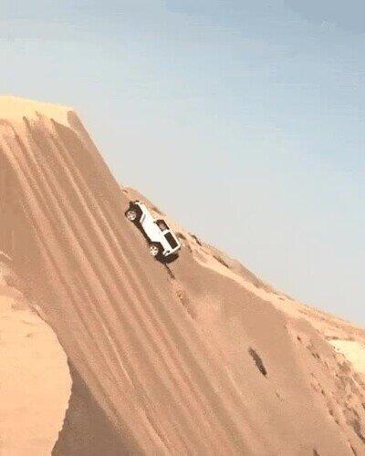 Enlace a Es una pasada cómo estos coches escalan las dunas