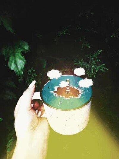 Enlace a Recreación de un faro sobre una taza