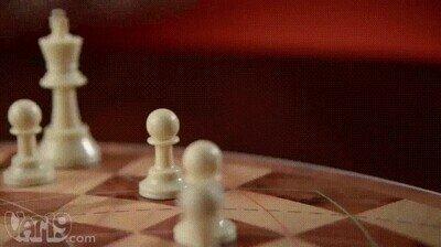 Enlace a Un tablero de ajedrez en el que pueden jugar 3 personas a la vez