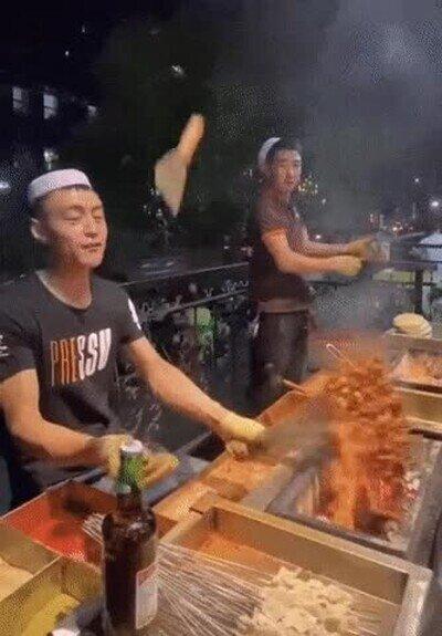 Enlace a Un ninja en la cocina. No falla ni una