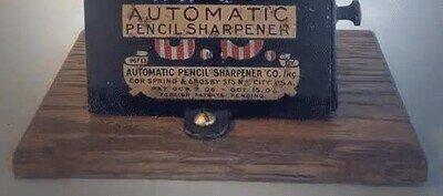 Así funcionaba un afilador de lápices en la antiguedad