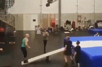 Enlace a Salto por equipos en un trampolín