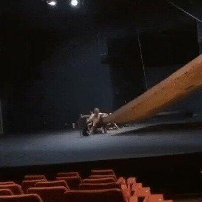 Enlace a Una obra de teatro peligrosa pero espectacular