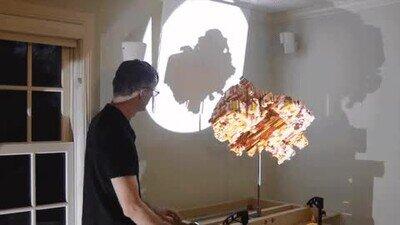 Una escultura que hace un montón de sombras distintas