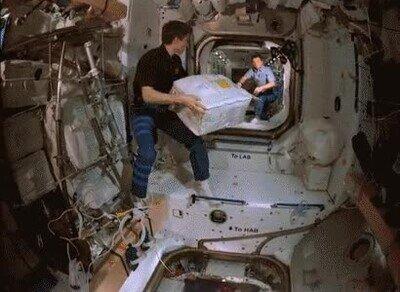 Enlace a En el espacio reparten los paquetes de forma rara