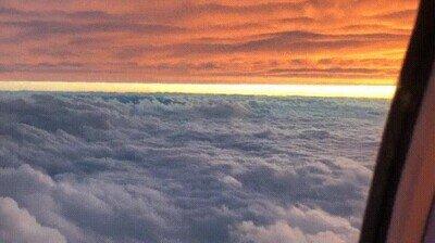 Viajando entre dos capas de nubes