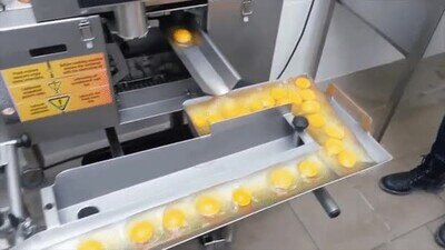 Enlace a Es una pasada ver cómo funciona un separador de huevos