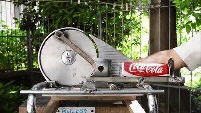 Enlace a Una máquina para ayudarte a reciclar latas sin ocupar espacio