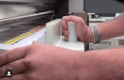 Enlace a Cortadora industrial de papel. Corta tanto que hasta da mal rollo