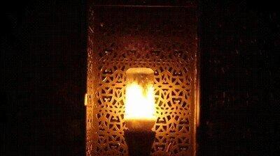Enlace a Una lámpara LED con llamas