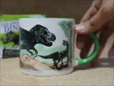 Enlace a Una taza que recrea la extinción de los dinosaurios