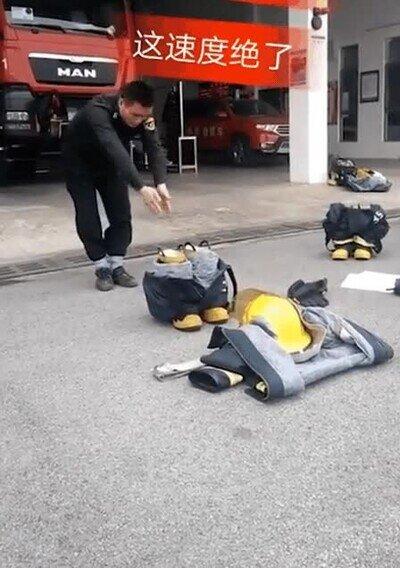 Enlace a Un bombero siempre tiene que estar preparado para la acción