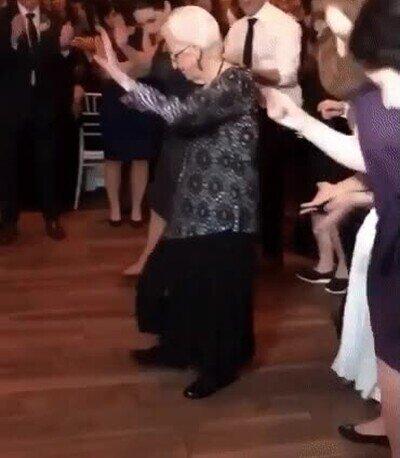 Enlace a La abuela de 97 años bailando en una fiesta