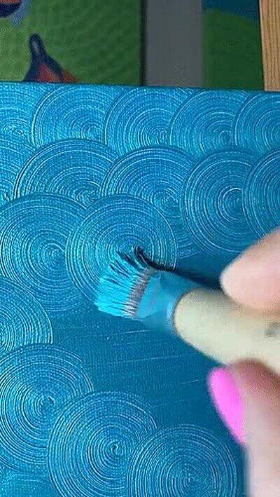 Enlace a Una obra de arte pintando solo en círculos