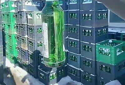 Enlace a Es una pasada ver las burbujas dentro de esta botella