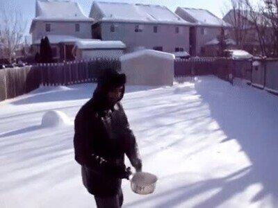 Enlace a Agua hirviendo que se transforma automáticamente en nieve
