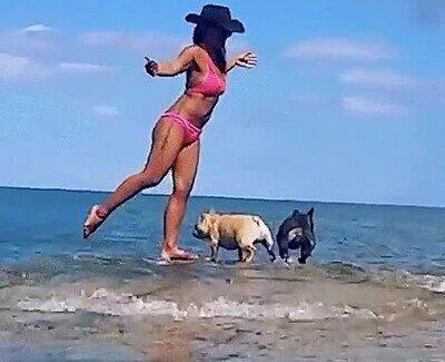 Los peligros de hacer una pose de yoga en el mar