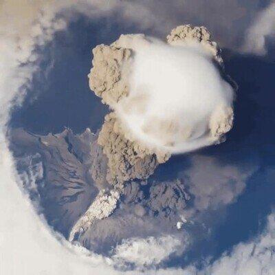 Enlace a Erupción volcánica vista desde la Estación Espacial Internacional