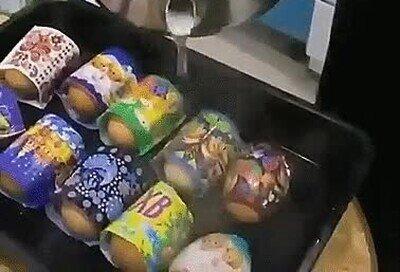 Enlace a Pegatinas que se enganchan en huevos con agua caliente