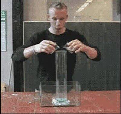 Enlace a Por eso no nos dejaban hacer experimentos en clase