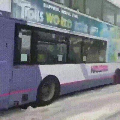 Enlace a Mucho cuidado con la nieve y los vehículos