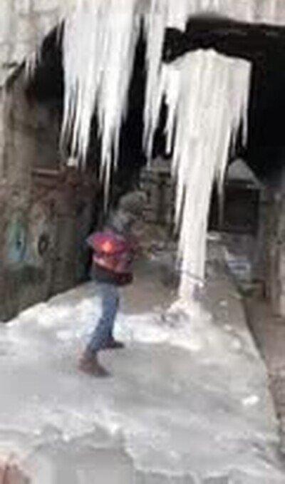 Enlace a Quitar hielo puntiagudo puede ser peligroso