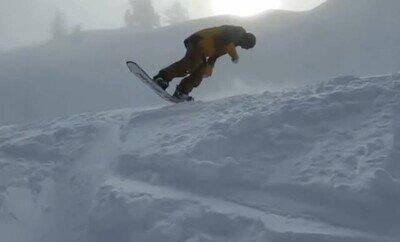 Enlace a Un genio haciendo trucos de snow