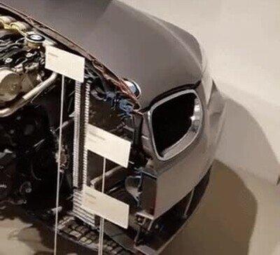 Enlace a Así es un BMW partido exactamente por la mitad