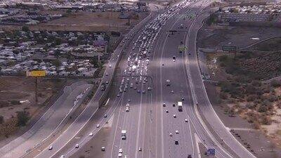 Enlace a Un perro causando el caos en una autopista de Phoenix