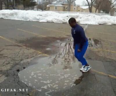 Enlace a Cuidado cuando saltes a un charco para pasarlo bien