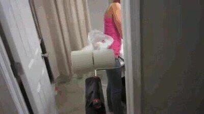 Enlace a Trolleando a tu novia con un lanzador de papel