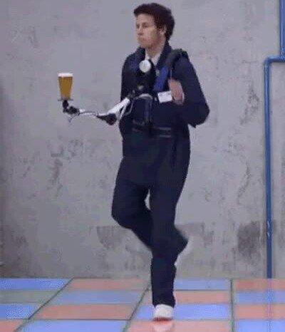 Enlace a Un invento para bailar sin derramar ni una gota de tu vaso