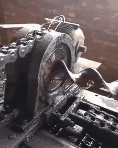 Enlace a Es increíble ver cómo se retuerce el hierro para fines decorativos